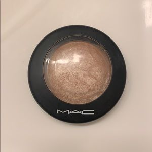 MAC Soft and Gentle Mineralize Skinfinish.